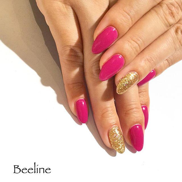 お客様ネイル美爪のシンプルなワンカラーネイルですカラーは写真よりもちょっと紫がかっていて、とっても秋らしい素敵なお色️ラメはゴールドにオーロラをちょっと入れて角度でカラフルに光ります️