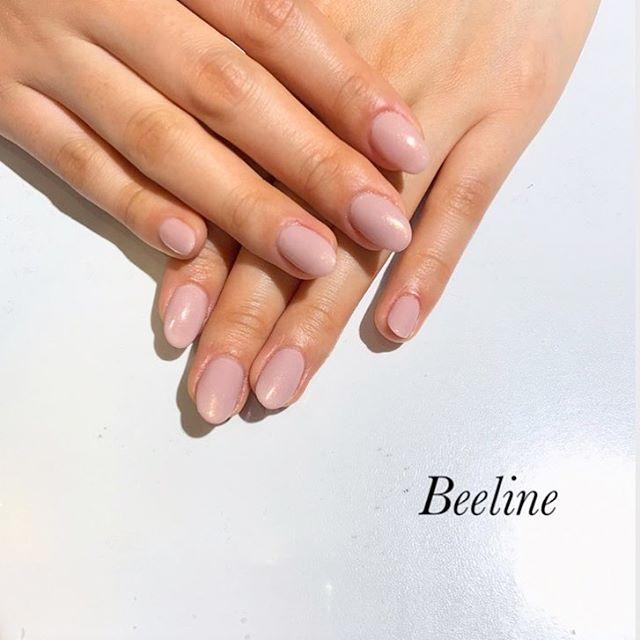 お客様ネイルワンカラーのオフィスネイル︎長さ出しをして形を整え、素敵な美爪になりました️シンプルだけどパールが入ったカラーで、春っぽさと大人っぽさのMIX